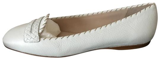 Preload https://img-static.tradesy.com/item/24034745/bottega-veneta-white-370136-women-woven-nappa-leather-mystic-flats-size-eu-395-approx-us-95-regular-0-1-540-540.jpg