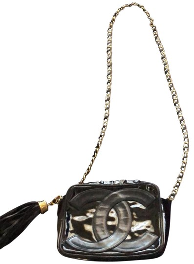 Preload https://img-static.tradesy.com/item/24035194/chanel-vintage-black-patent-leather-cross-body-bag-0-1-540-540.jpg