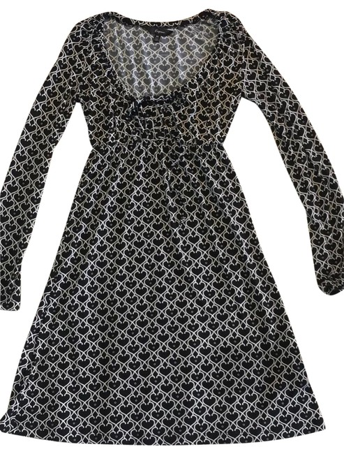 Preload https://img-static.tradesy.com/item/24036066/express-black-and-white-long-sleeve-babydoll-short-casual-dress-size-0-xs-0-1-650-650.jpg