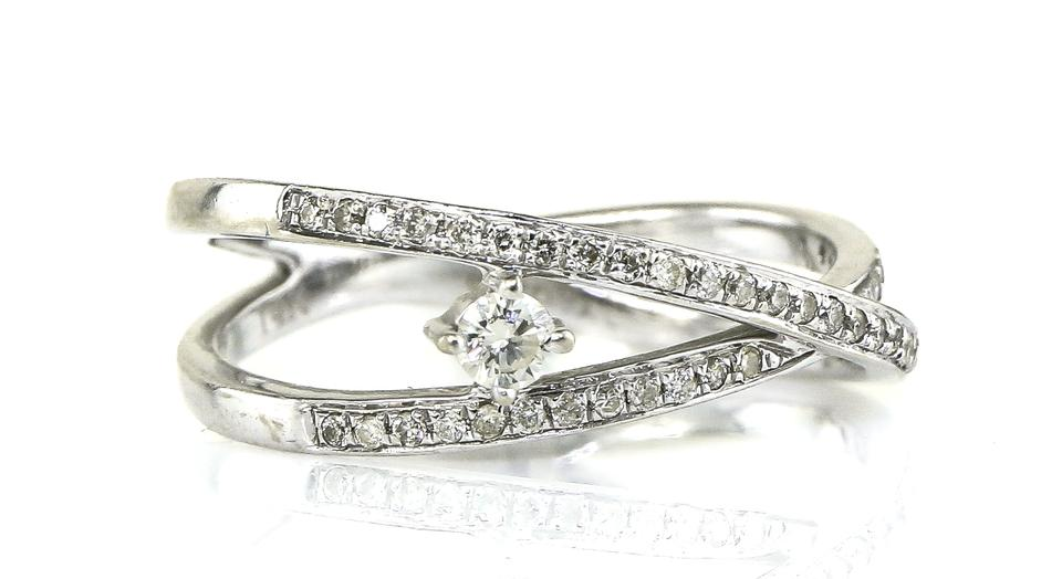 14k White Gold Intertwined Circle Ring