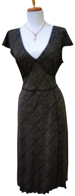 Item - Black/Beige Cross Front V-neck Mid-length Night Out Dress Size 6 (S)
