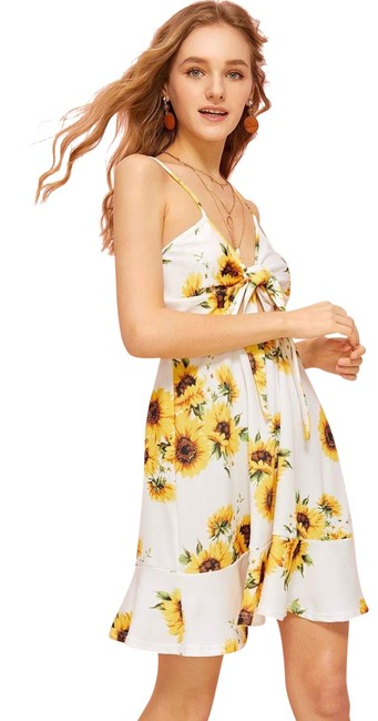 Preload https://img-static.tradesy.com/item/24042029/sunflowers-floral-print-knot-front-cami-short-casual-dress-size-4-s-0-4-650-650.jpg