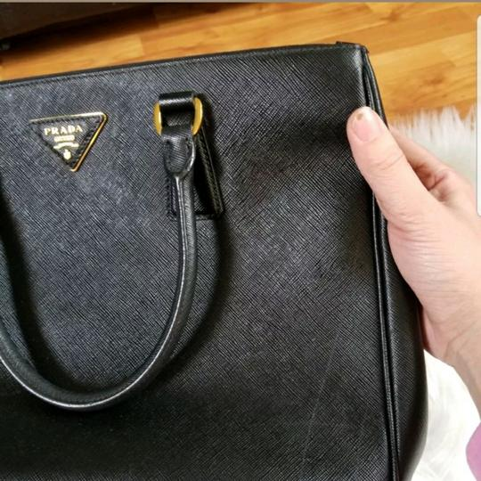 Prada Tote in Black. Image 3