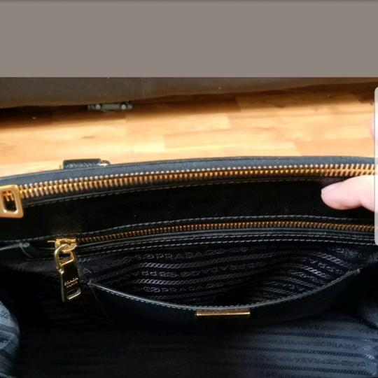 Prada Tote in Black. Image 5