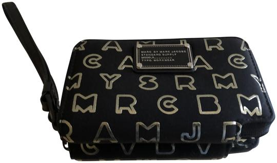 Preload https://img-static.tradesy.com/item/24044742/marc-by-marc-jacobs-black-iphone-wallet-0-1-540-540.jpg