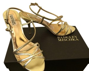 Badgley Mischka Gold Metallic Pumps