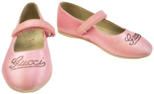 Preload https://item2.tradesy.com/images/gucci-girl-s-rose-pink-satin-and-crystal-logo-ballet-flats-sz-11m-24049556-0-1.jpg?width=440&height=440