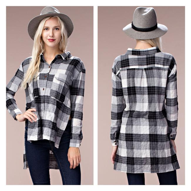 Preload https://img-static.tradesy.com/item/24049617/plaid-high-low-tunic-button-down-top-size-6-s-0-0-650-650.jpg