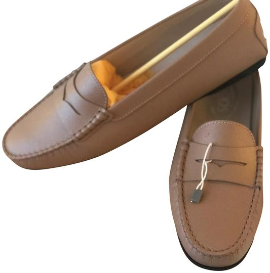 Preload https://item5.tradesy.com/images/tod-s-light-camel-light-brown-beign-gommini-mocassino-leather-color-flats-size-eu-405-approx-us-105--24049849-0-1.jpg?width=440&height=440