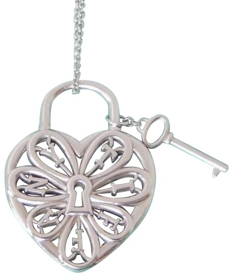 Preload https://img-static.tradesy.com/item/24050030/tiffany-and-co-retired-large-filigree-heart-necklace-0-4-540-540.jpg