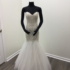 b2d4bd9cdb73 Wtoo Ivory/ Oyster Tulle Polyester Lining Lindell 10706 Modern Wedding Dress  Size 8 (M