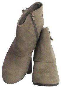 Madden Girl New 3 Inch Heel Size 9 Beige Boots