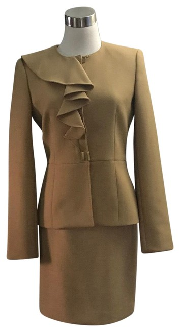 Item - Tan Skirt Suit Size 2 (XS)