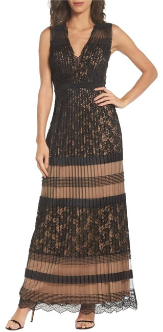 Item - Black/Nude Slvless Deep V-neck Lace Gown--size Long Cocktail Dress Size 4 (S)