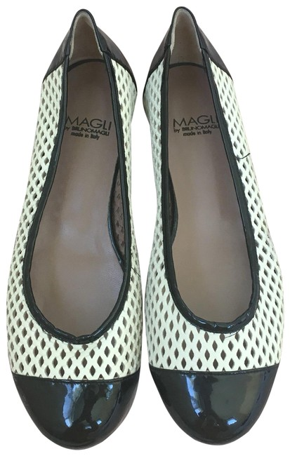 Item - Black & White By And Flats Size US 5 Regular (M, B)