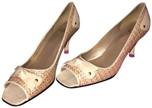0c1cc5eb9b2 Women s Shoes - Up to 90% off at Tradesy