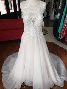 Mori Lee Ivory Cream Tulle and Lace 8213 Formal Wedding Dress Size 12 (L)