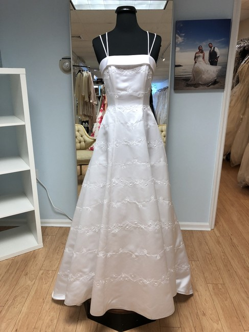 Item - White Satin Feminine Wedding Dress Size 2 (XS)