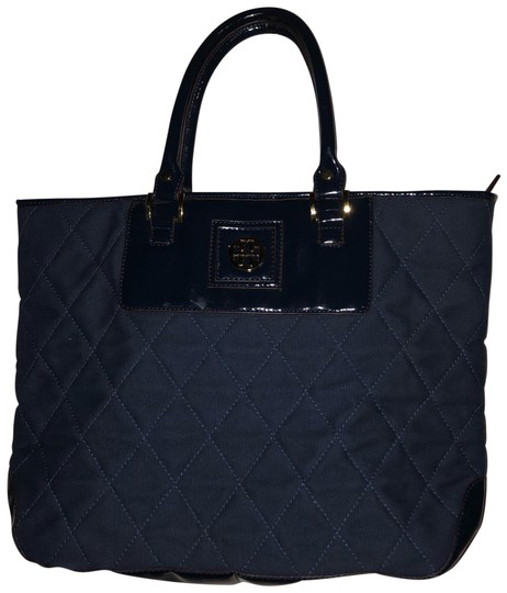 Preload https://img-static.tradesy.com/item/24061498/tory-burch-patent-leather-quilted-tote-0-1-540-540.jpg