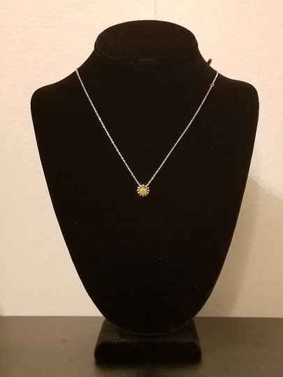 Xquisite by Desygn YELLOW DAISY FLOWER NECKLACE