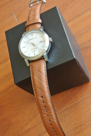 Burberry Swiss Chronograph The City Brown Leather Strap 42mm BU9904 Watch