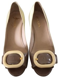 Prada yellow and tan Pumps
