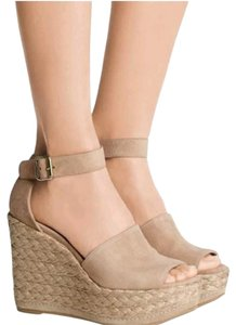 03166b6077f6 Stuart Weitzman Wedges - Up to 90% off at Tradesy