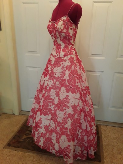 Alfred Angelo Red/White Floral Chiffon with Sequin Embellishments; Lining Polyester with Boning; Petticoats Tulle and Poly Lining Princess Gown Destination Bridesmaid/Mob Dress Size 2 (XS) Image 2