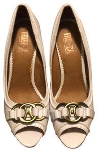 Tribeca by Kenneth Cole White Pumps