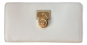 5d999496a71f82 Michael Kors Optic White Hamilton Traveler Lg Zip Around Wallet ...