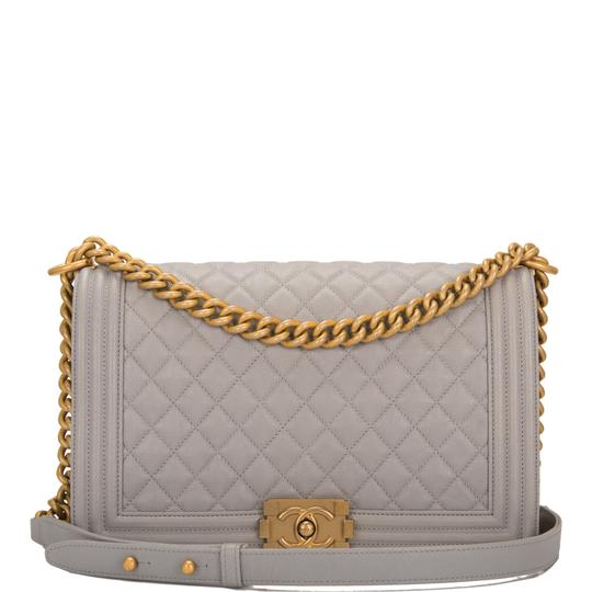 Preload https://img-static.tradesy.com/item/24069913/chanel-boy-quilted-caviar-new-medium-grey-leather-shoulder-bag-0-0-540-540.jpg