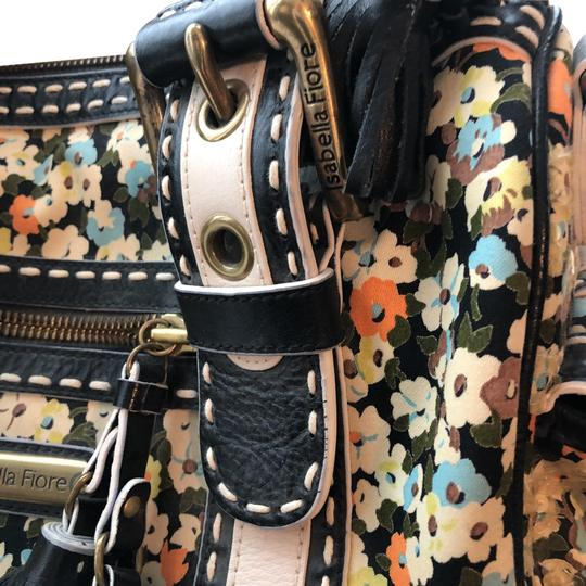 Preload https://img-static.tradesy.com/item/24070484/isabella-fiore-buttercup-cory-black-with-flowers-leather-satchel-0-4-540-540.jpg
