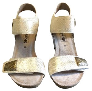 Mephisto Off white with gold metallic faux snake pattern Wedges