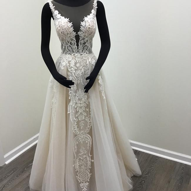 Item - Ivory/Nude Lace Tulle 17254 Odelia Traditional Wedding Dress Size 8 (M)