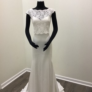 Mikaella Bridal Natural Crêpe Lace Style #2053 Casual Wedding Dress Size 6 (S)