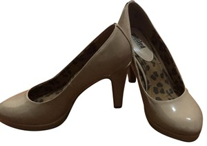 Unlisted by Kenneth Cole nude Pumps