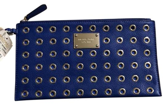 Preload https://img-static.tradesy.com/item/24072511/michael-kors-jet-set-grommet-blue-clutch-0-1-540-540.jpg