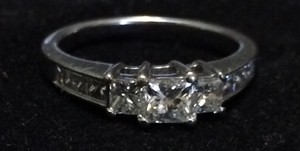 Helzberg Diamonds Three Stone Ring