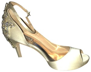Badgley Mischka Ivory/Satin Platforms