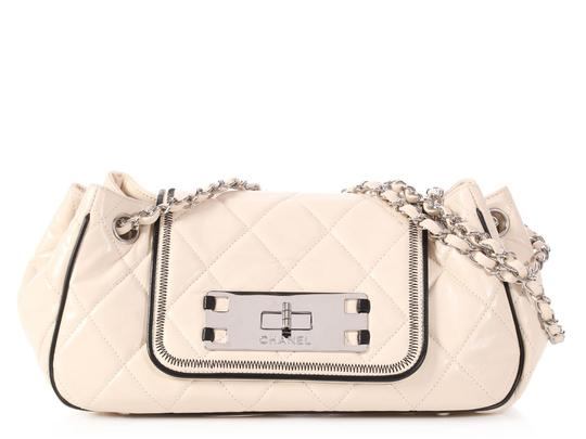 Preload https://img-static.tradesy.com/item/24074665/chanel-east-west-accordion-flap-small-quilted-beige-lambskin-leather-shoulder-bag-0-0-540-540.jpg