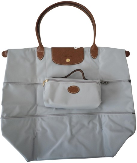 Preload https://img-static.tradesy.com/item/24074699/longchamp-le-pliage-large-expandable-made-in-france-pearl-cosmetic-case-grey-nylon-tote-0-1-540-540.jpg