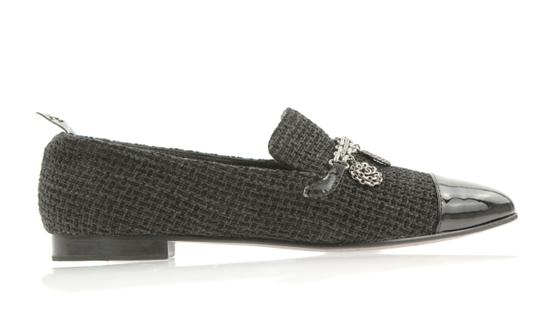 Preload https://img-static.tradesy.com/item/24074874/chanel-black-coin-charm-loafer-flats-size-eu-39-approx-us-9-regular-m-b-0-1-540-540.jpg