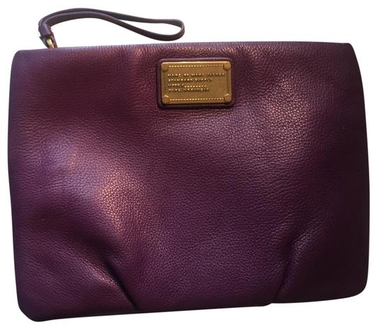 Preload https://img-static.tradesy.com/item/24074910/marc-by-marc-jacobs-gold-logo-large-leather-bright-purple-fuchsia-clutch-0-1-540-540.jpg