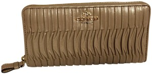 Coach Madison gathered accordion wallet