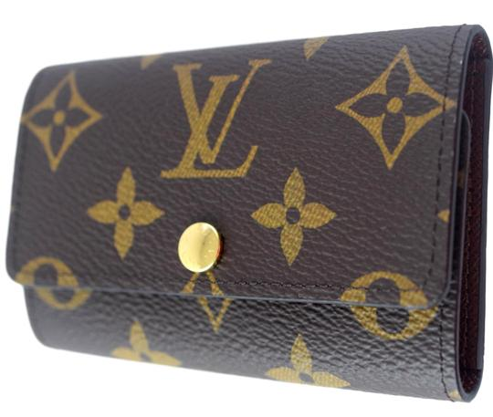 Preload https://img-static.tradesy.com/item/24075119/louis-vuitton-monogram-brown-6-key-holder-canvas-wallet-0-0-540-540.jpg
