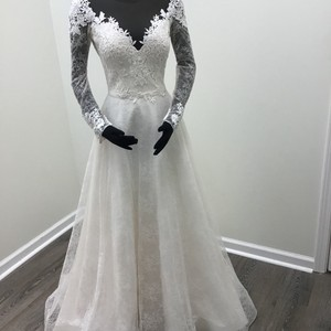 Mikaella Bridal Natural Champagne Lace Embroidered Tulle Organza Style #2118 Traditional Wedding Dress Size 8 (M)