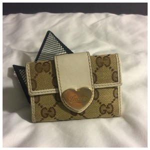 Gucci Authentic Gucci Logo Monogram & Leather Heart Key Case Holder