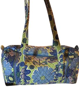 ea41460e98 White Vera Bradley Weekend   Travel Bags - Up to 90% off at Tradesy
