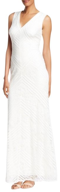 Item - Ivory Sleeveless V-neck Lace Gown Long Formal Dress Size 8 (M)