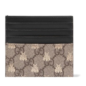3ebb257f428 Gucci Linea logo bee printed canvas leather card holder